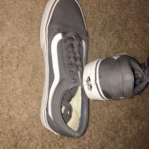 Tennis shoes lightly used unisex